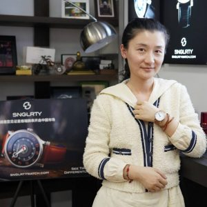 SukiY showing off her snglrty ohi2