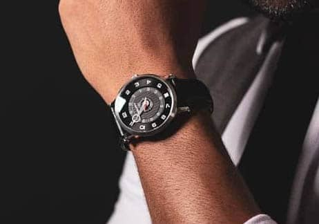 Man wearing SNGLRTY Watch OHI4