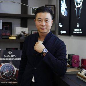 Man wearing SNGLRTY Watch OHI4 on wrist