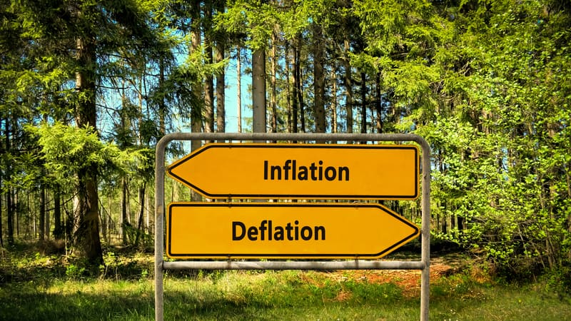 signpost indicating inflation left and deflation right